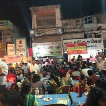 Midnight Hunger? Try Manek Chowk !